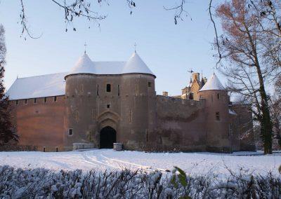 chateau-d-ainay-le-vieil-sous-la-neige
