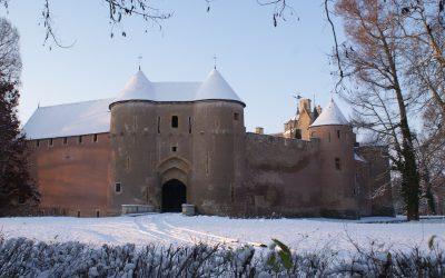 Forteresse d'Ainay-le-Vieil sous la neige