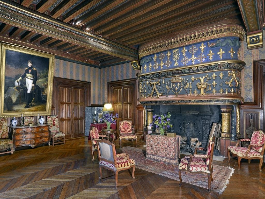 Grand salon du logis renaissance du château d'Ainay le Vieil