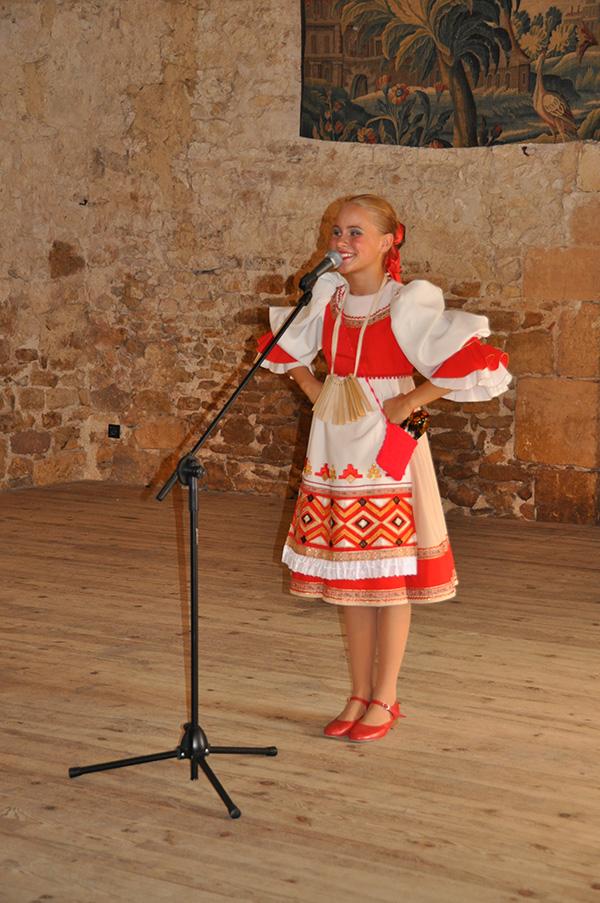 chanteuse russe à Ainay-le-Vieil