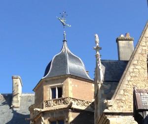 La Tour d'Honneur retrouve ses plus beaux atours.