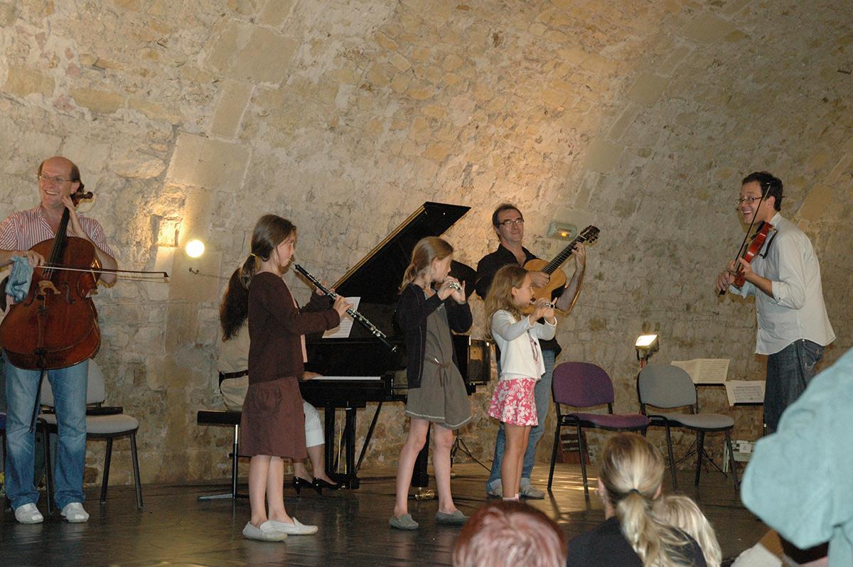 concert des enfants lors du Festival de Musique les 72 Heures d'août au château d'Ainay-le-Vieil