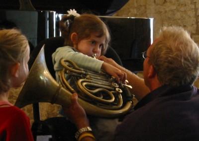 concert enfant, découverte de l'instrument pendant les 72 heures d'août à Ainay-le-Vieil