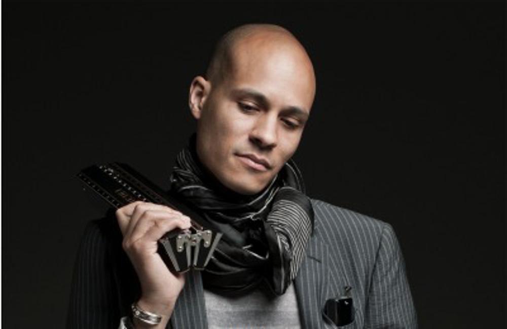 Grégoire Maret et son harmonica