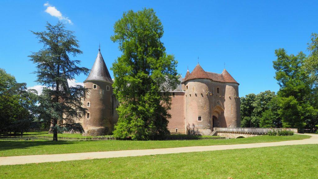 Ainay poterne chateau