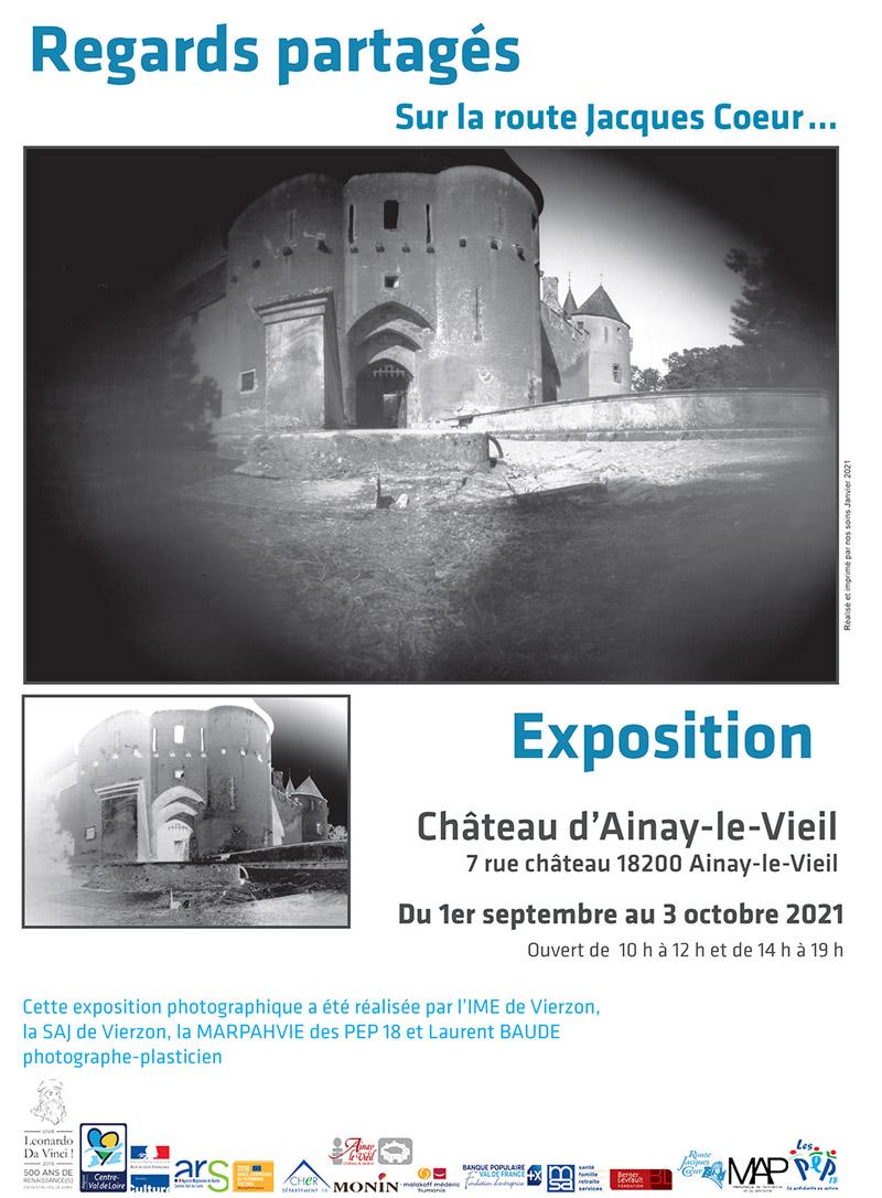 Affiche Château d'Ainay-le-Vieil Expo photo Regards partagés PEP18