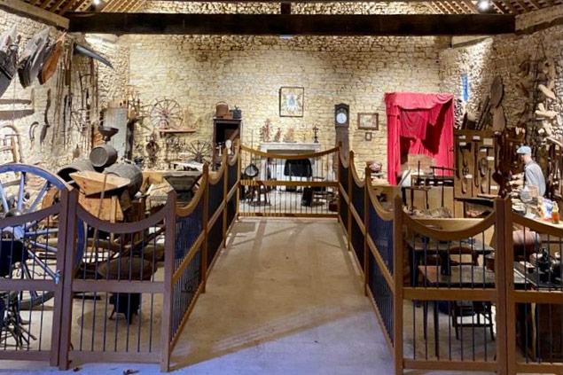 Vue des scènes du Musée des arts et traditions du Chateau d'Ainay-le-Vieil