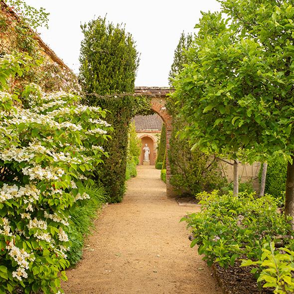 Que faire au château d'Ainay-le-Vieil en juin ?
